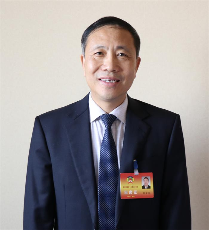 聚焦潍坊两会丨政协委员张文军建议增设立公交专用道方便出行