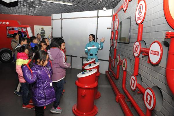 青岛市家庭安全应急演练实训基地启用 打造一站式安全教育平台