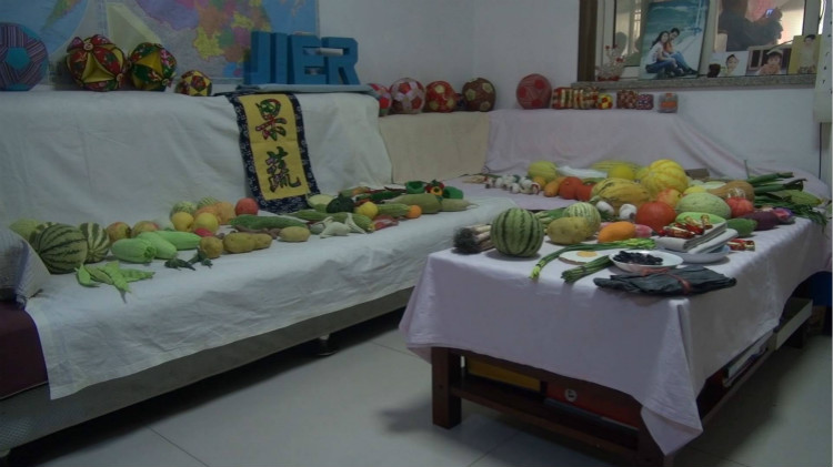 53秒|济南67岁网红缝布艺果蔬 作品竟差点被老伴儿吃掉