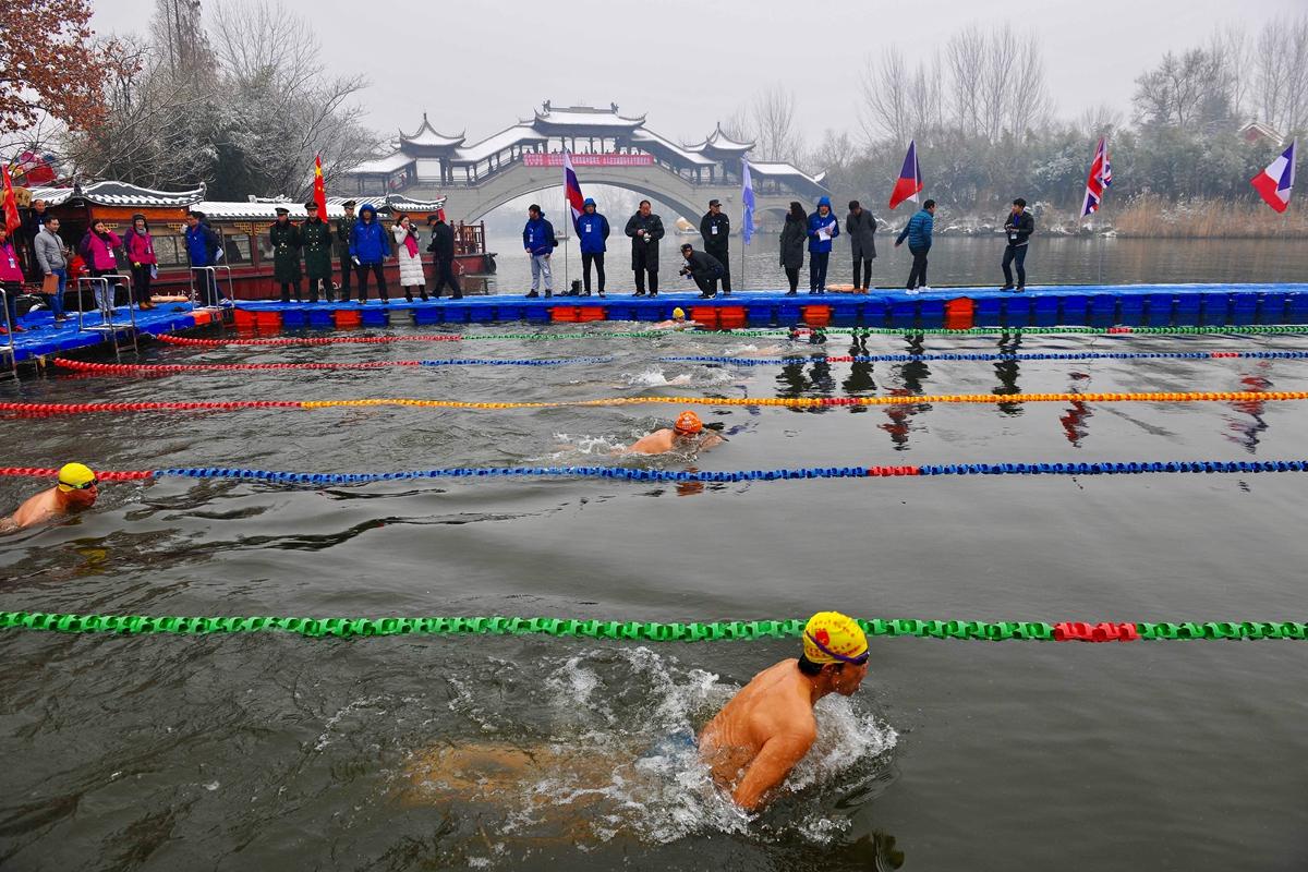 数九寒天 300余名冬泳爱好者齐聚台儿庄古运河畅游
