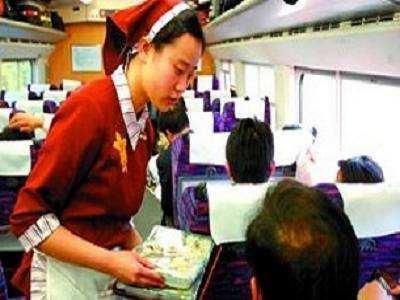 大雪逼停列车售货员加价1元卖泡面 济南铁路局:涉事者辞退