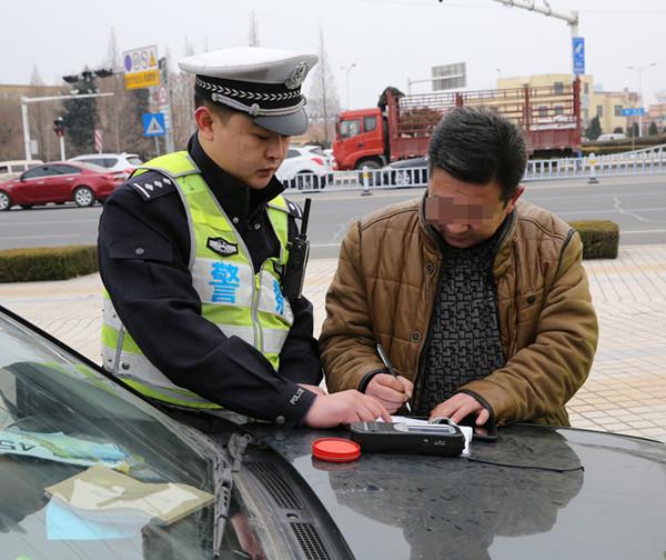 青岛交警再曝光酒司机:有人掉头就跑有人4年被查3次