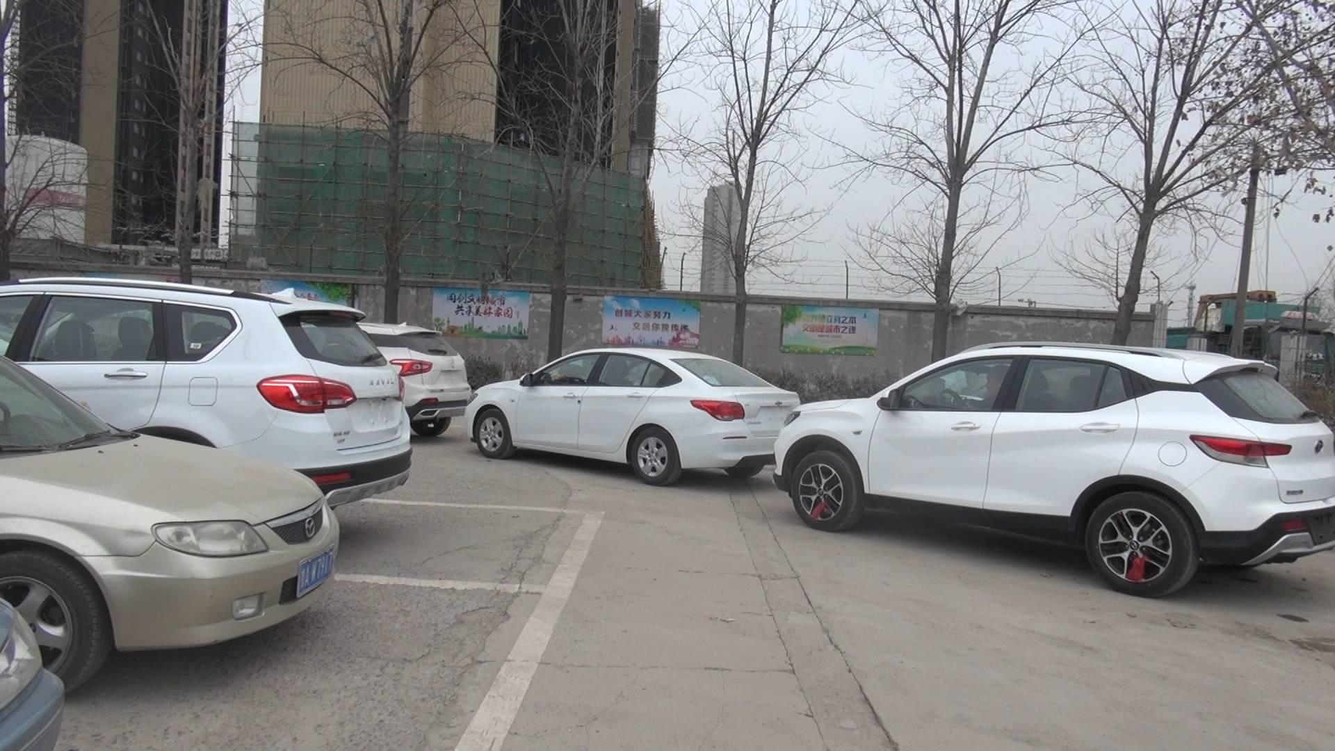 购置税恢复10%税率 济南车主年前扎堆买车凌晨排队挂牌