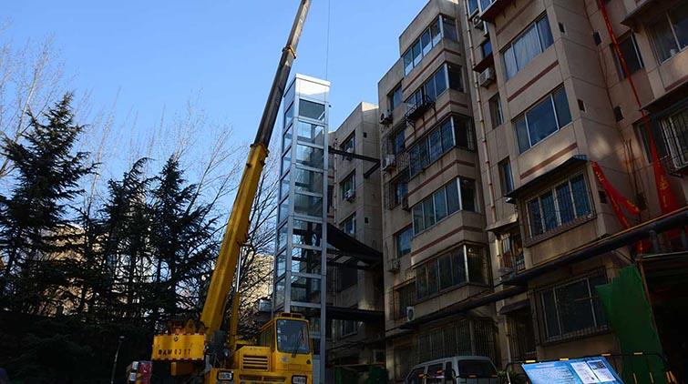 旧宿舍楼装了电梯 济南居民:盼望很久,终于安电梯了