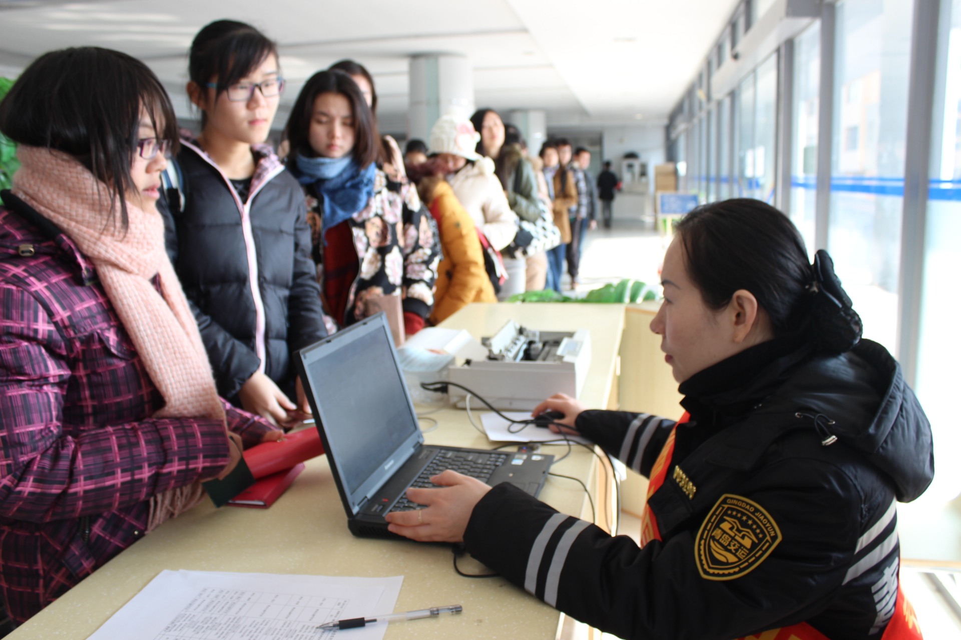 青岛长途站售票进校园活动开始 下周迎来学生客流高峰
