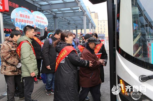 开通首个特需乘客优先候车公交站汽车站 (131)_副本.jpg