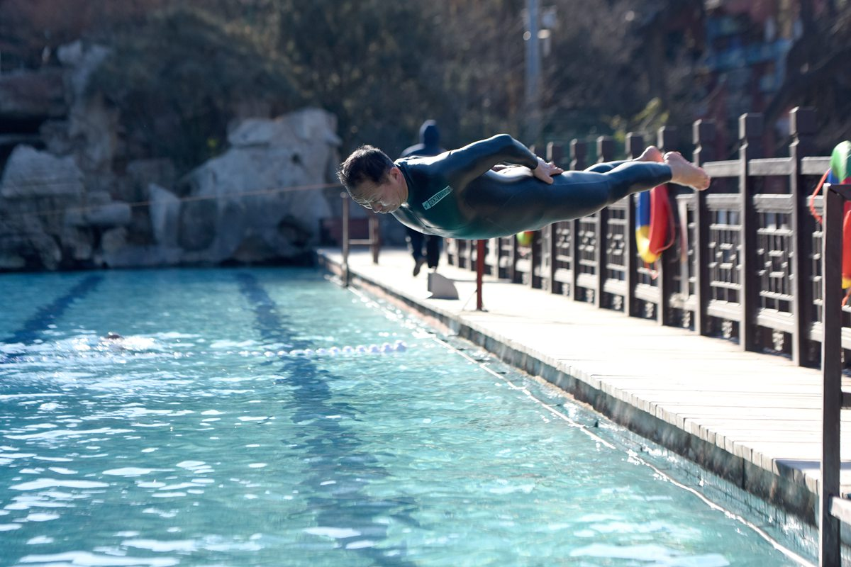 入冬最冷一天!-10℃济南市民冬泳热情不减
