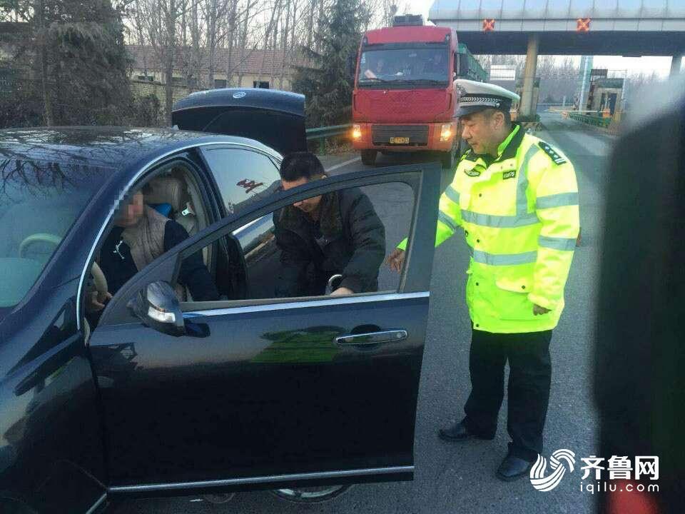 男子开车前来购车, 车门打开后, 工作人员表示很无奈!