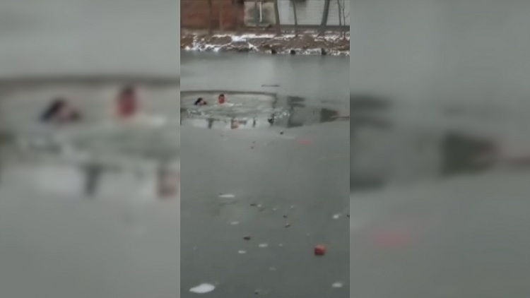 23秒暖现场丨9岁儿童掉入冰窟,山东汉子赤膊匍匐冰面营救