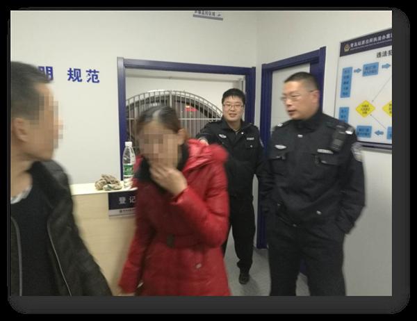 23秒|青岛一女子火车站跳楼寻短见 铁警千钧一发救援