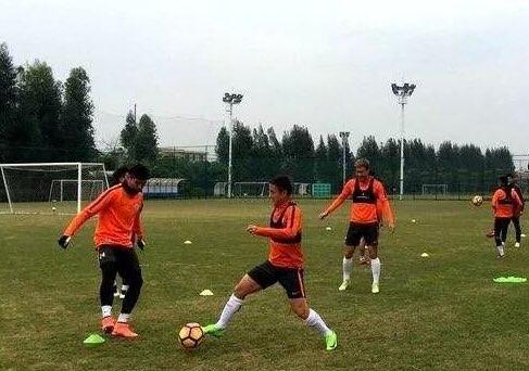 西塞两球!鲁能广州热身赛4-0新疆