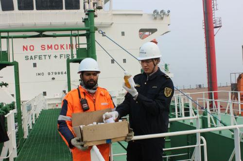 日照口岸首次进口船运散装花生原油
