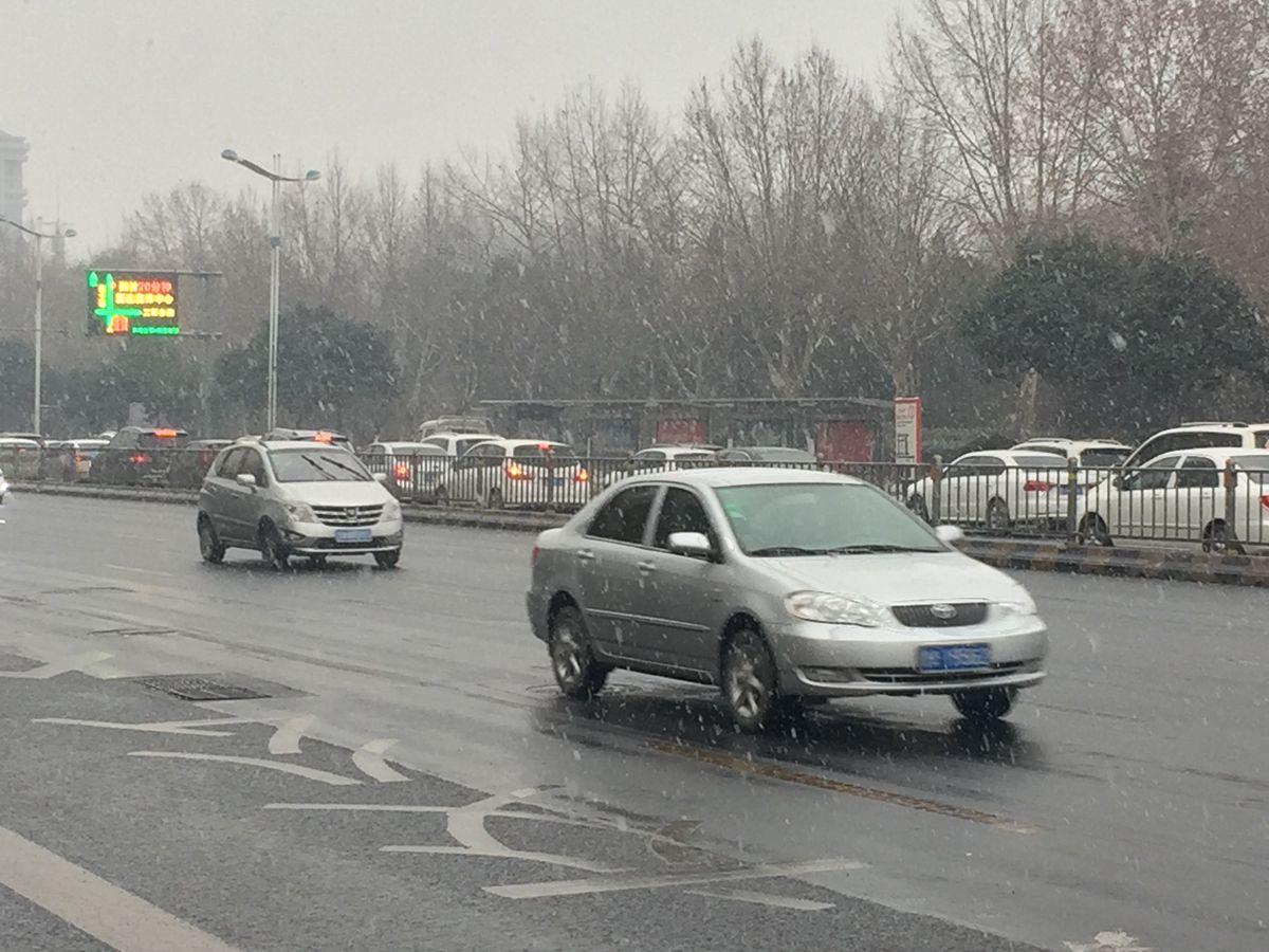 济南久违降雪如约而至! 这是一场有诚意的雪吗?