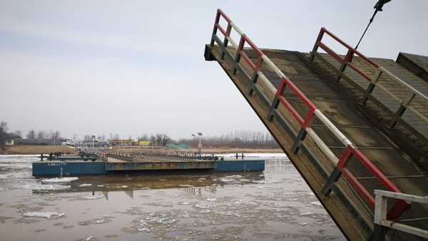 冰凌来袭,黄河济南泺口浮桥再次拆除