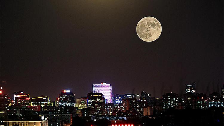 61秒|152年来首次超级蓝月+月全食今晚现身 模拟画面提前看