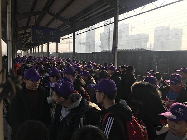 临沂火车站迎探亲学生集中客流 目前广州、北京方向卧铺售罄