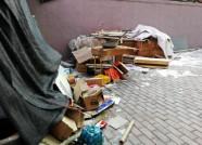 公共区域堆满易燃物 潍坊张辛庄社区暗藏消防安全隐患
