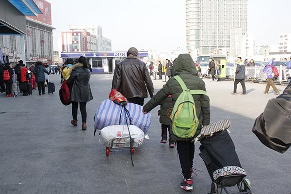 淄博火车站客流升温 每天旅客遗失物品20余件