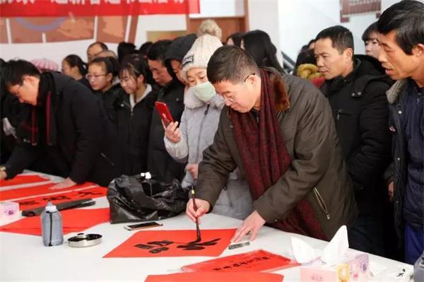 新春走基层丨潍坊文化馆组织20余位书画名家走基层送福