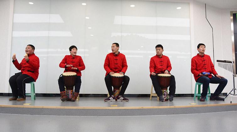 这支特别的非洲鼓乐队 在一场公益演出中唱哭了台下观众