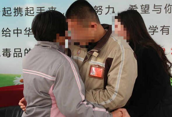 """龙凤胎兄妹被分别戒毒 鲁中所安排""""温暖""""探访"""