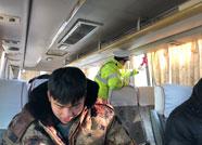 """潍坊交警严查春运客运 杜绝人员车辆""""带病""""上路"""
