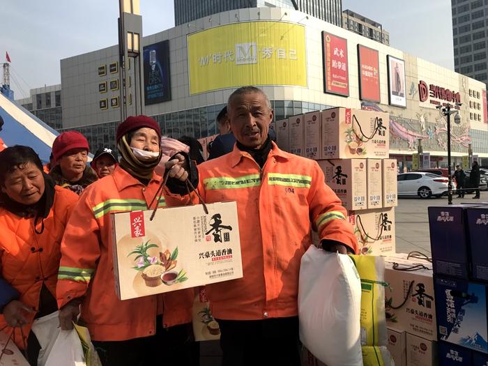 """新春送温情!聊城开发区环卫工人喜获""""新年礼物"""""""