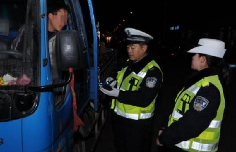 """淄博交警强化隐患""""清场"""" 1月以来查处各类违法25.7万余"""