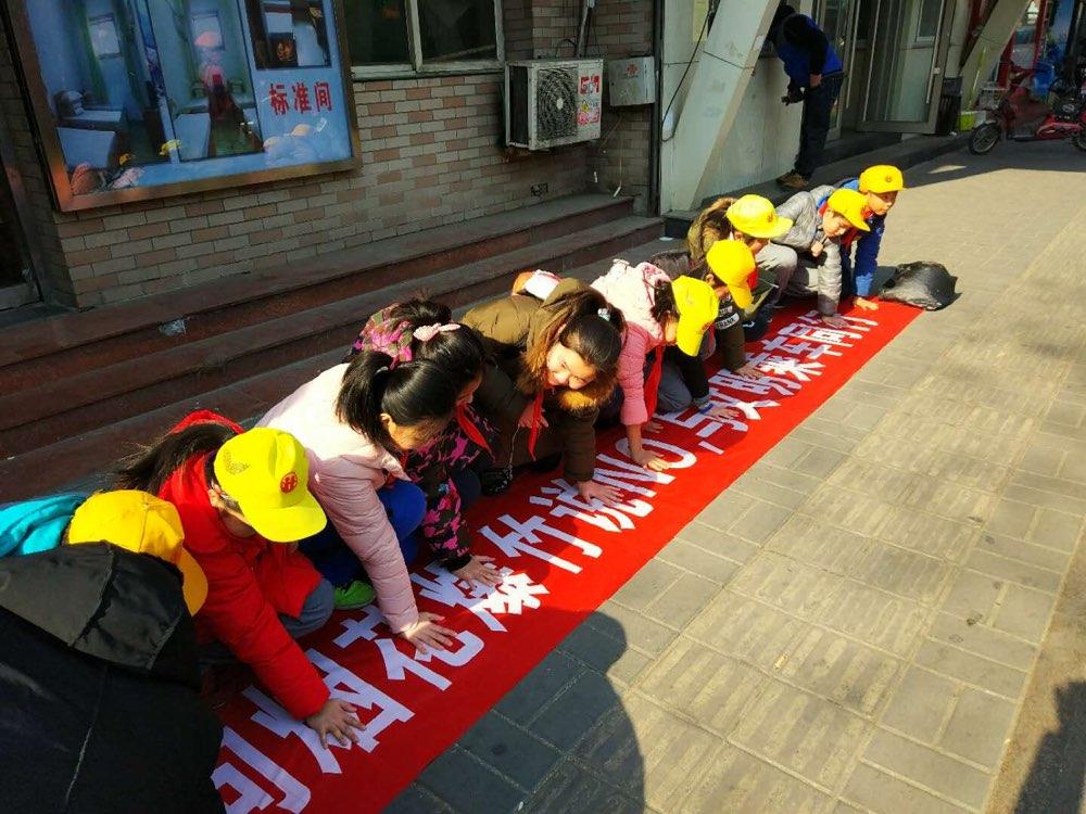 济南:小手拉大手 一起向烟花爆竹说NO!