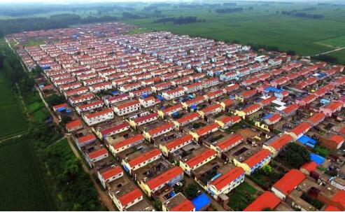 济宁梁山27栋楼主体完工 19个村将搬新房