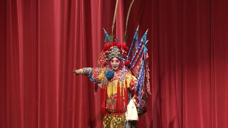 【山东名人说山东】新加坡戏曲艺术家卞会宾:播撒文化交流的种子