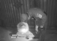 零下10度泰安一男子醉酒坐路边 警方联系家人并协助施救