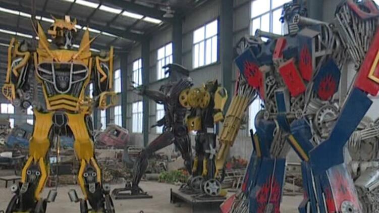 46秒丨擎天柱、大黄蜂……菏泽一车厂工人将废铁变成艺术品