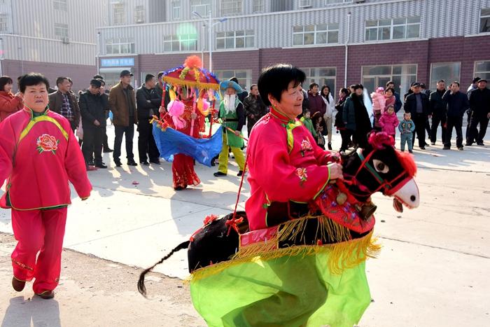 大年初一唱大戏 茌平一村庄村民欢天喜地庆新年