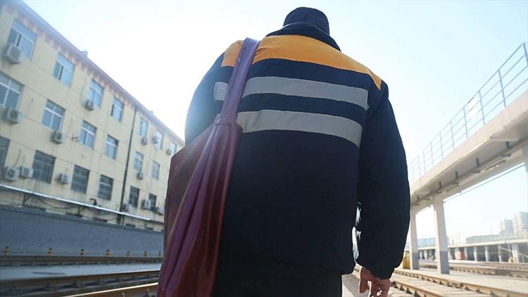 新春走基层丨列车检修员:提包将被鼠标淘汰 技术让春运路更安全