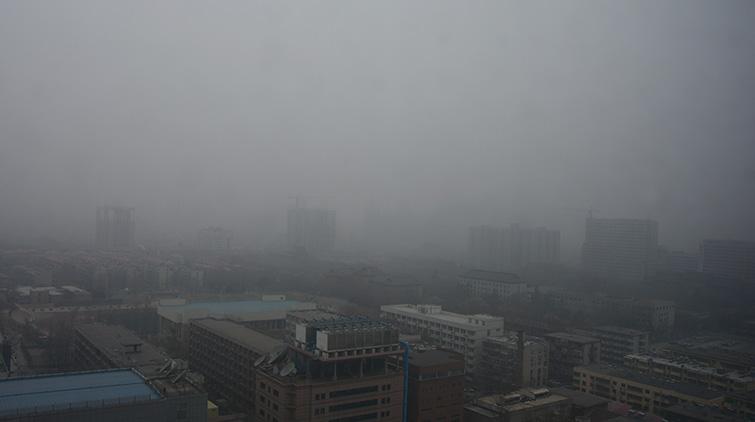 """大年初五泉城被""""罩"""" 济南迎来雾霾天"""