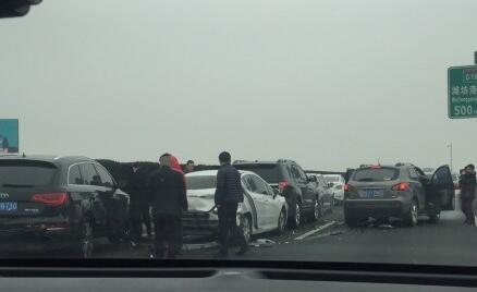山东高速客流进入高峰期 受天气影响多个收费站临时封闭