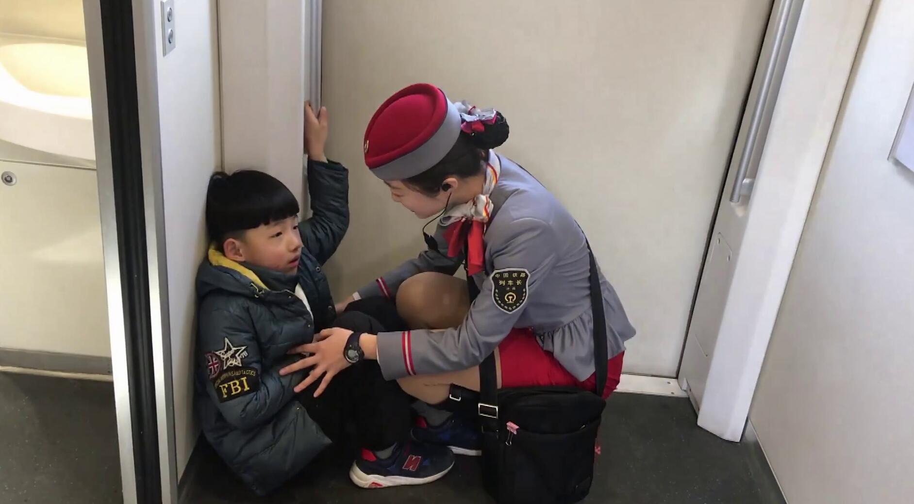 53秒丨10岁男童与姐姐坐车走散  济南站、高密站接力帮忙
