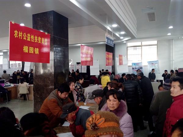 """枣庄峄城""""春风行动""""招聘会举行 千余人达成就业意向"""