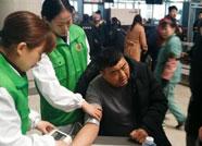 潍坊:男子候车突发心脏病 驻站医生迅速处置平稳脱险