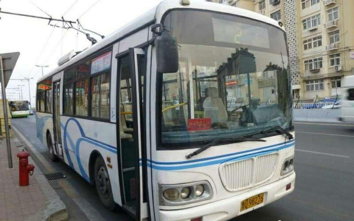 青岛公交老电车下周陆续退役 新型双电源无轨电车亮相