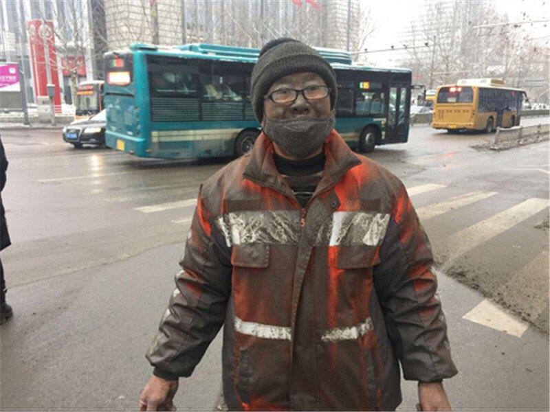 """回访济南""""脏脸哥"""":欣慰的是自己负责的片区一天比一天干净"""