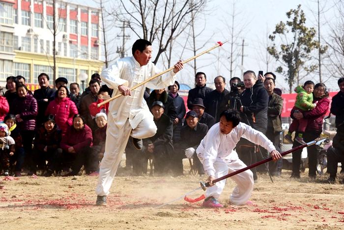 聊城东阿:传统武术进社区 老少武师大比武(图)