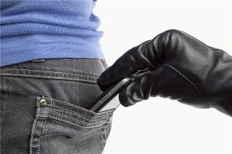 俩小贼盗窃手机10分钟就被逮 受害人还没发现手机丢了…