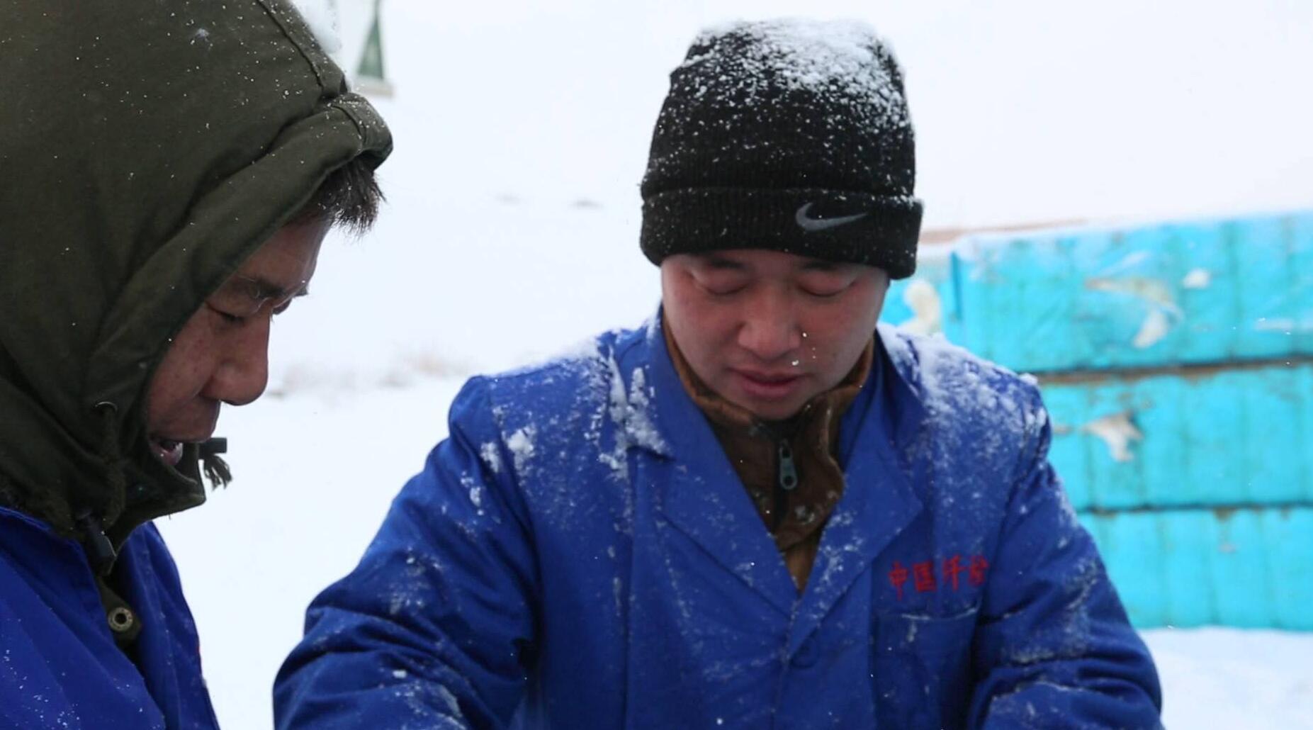 27秒独家视频丨深雪过膝 滴水成冰 这群山东人干了件大事