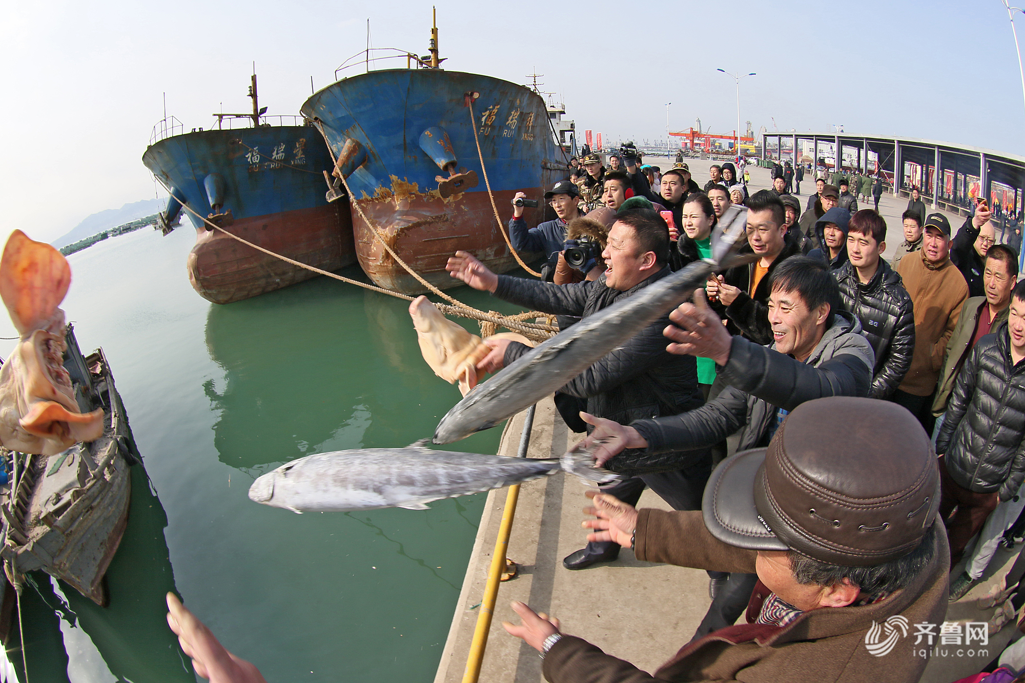 """闪电直播预告丨元宵节临近  烟台这些渔民为何要送""""灯""""入海"""