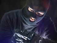 聊城16岁少年蒙面持械抢劫 抓捕现场缴获多个作案工具