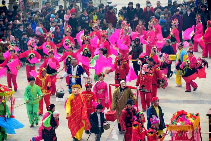 茌平:百余村民盛装歌舞 文化盛宴迎元宵(图)
