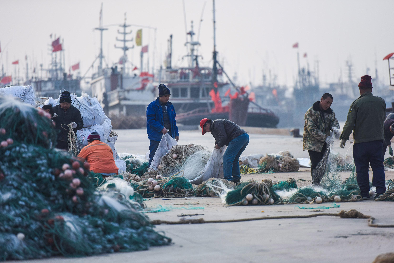 开年第一网 东营黄河口百艘渔船沐春启航