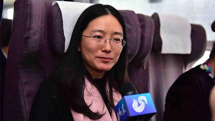 全国人大代表李燕:呼吁车辆主动为救护车让路